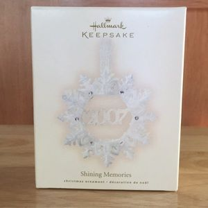 Hallmark Keepsake Ornament  Shining Memories 2007